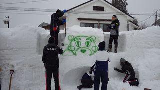 雪像づくりの様子